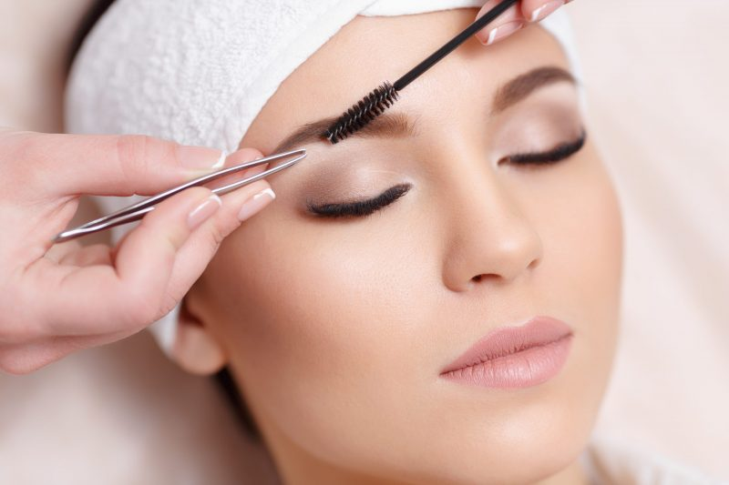 Eyebrow shaping for women
